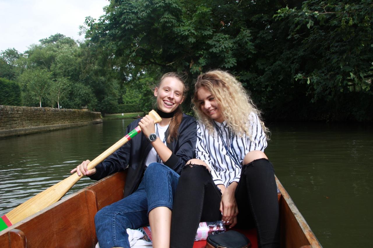 牛津传统撑船活动